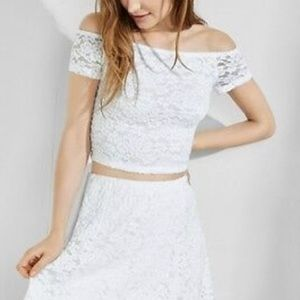 EXPRESS ONE ELEVEN OFF SHOULDER CROP LACE TOP